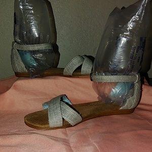 Size 13Y Toms sandals
